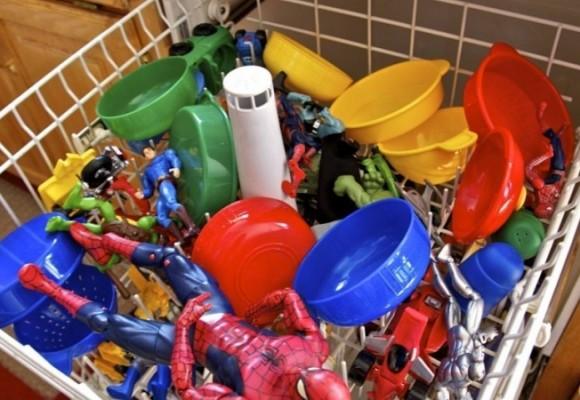 اسباب بازی های بچه ها را با ماشین ظرفشویی ضدعفونی کنید